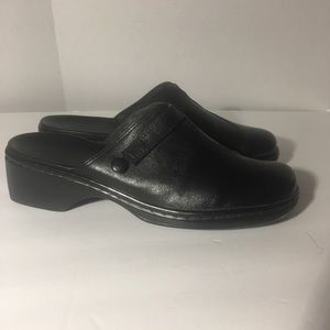 Clarks black leather slip on mule. Size 6 1/2.